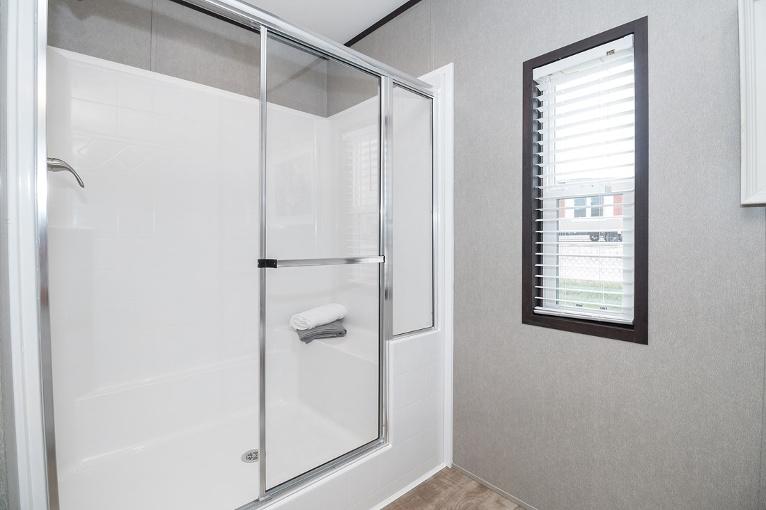 The MAXIMIZER 16763A Master Bathroom. This Manufactured Mobile Home features 3 bedrooms and 2 baths.