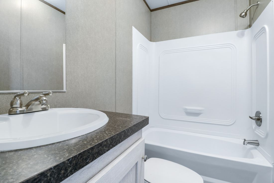 The INDEPENDENT 16562B Guest Bathroom. This Manufactured Mobile Home features 2 bedrooms and 2 baths.